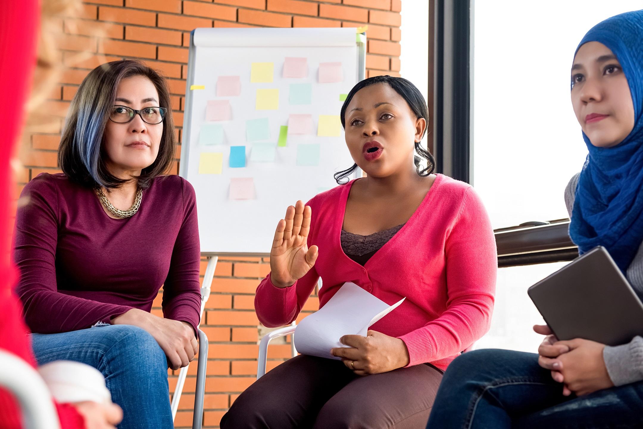 Diverse_women_at_meeting