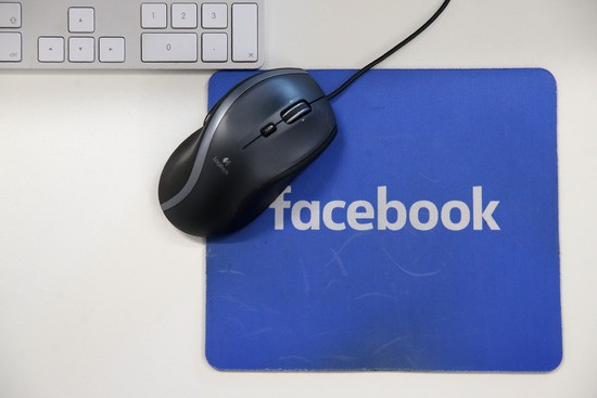 Facebook_mouse_pad_gettyimages
