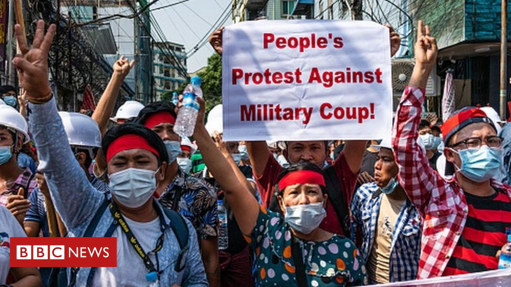 Three_fingers_myanmar_coup