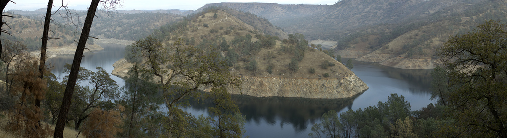 Millerton_reservoir_-_horseshoe_bend