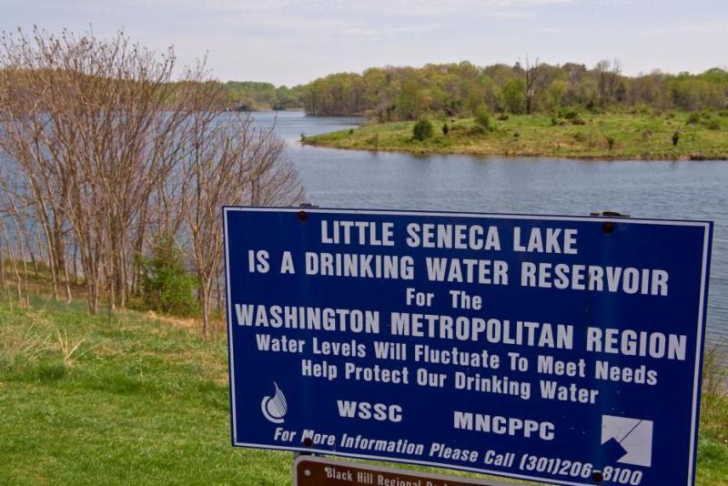 Seneca_reservoir_sign
