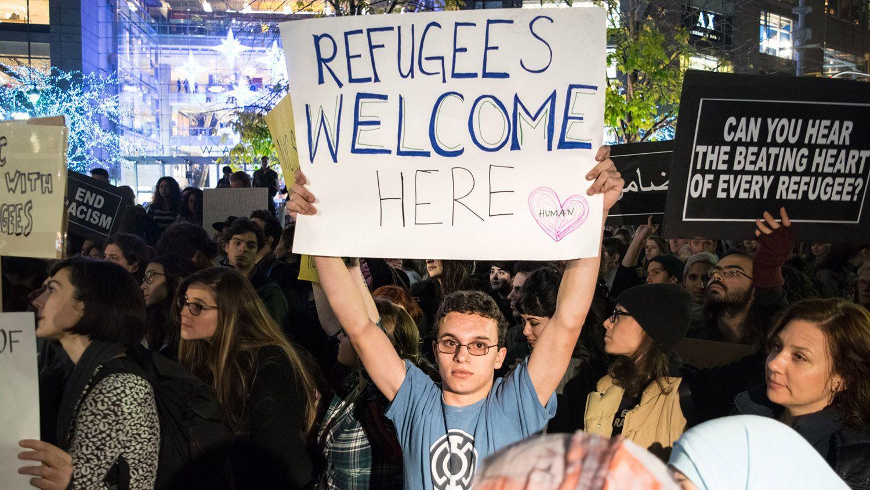 2015-12-18-refugees-protest1
