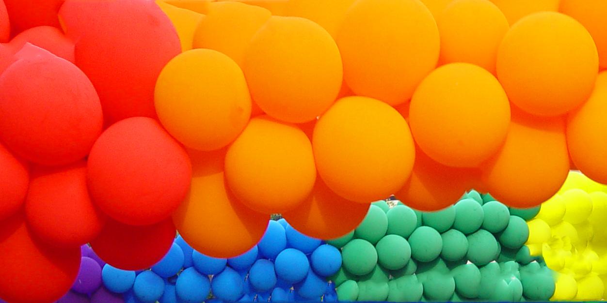Twitter_header_rainbow_balloons