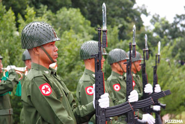 Burmese_army_troops