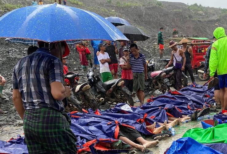 20-07_hpakant_kachin_jade_mine_mudslide_bodies_-_ap_photo_zaw_moe_htet