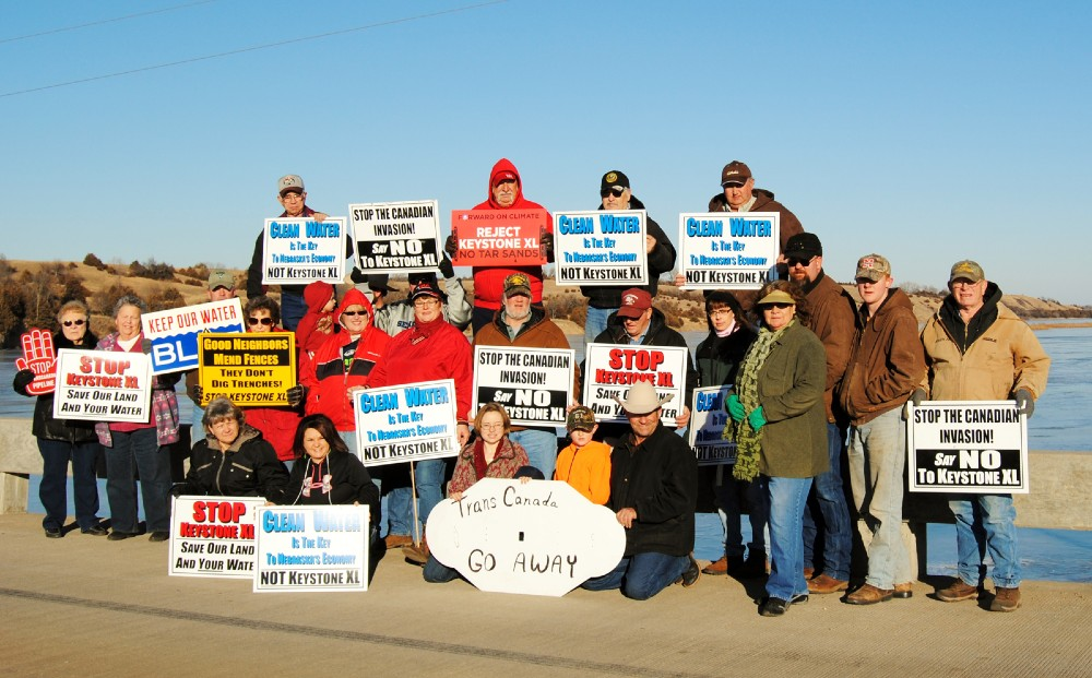 Landowners opposed to KXL on bridge over the Niobrara River (Photo: Diana Steskal)